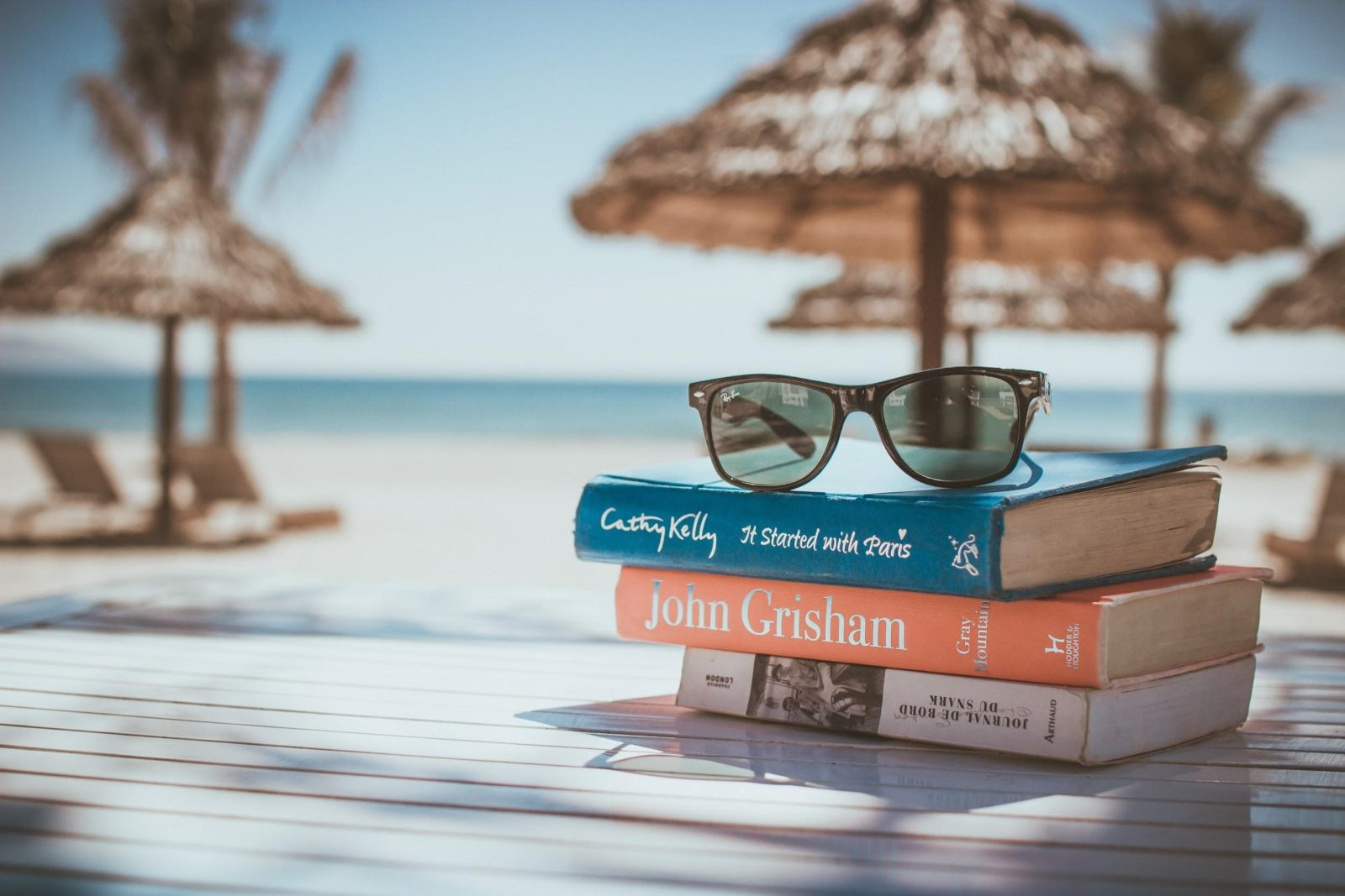 libro-esencial-maleta-vanilla-garden-hotel